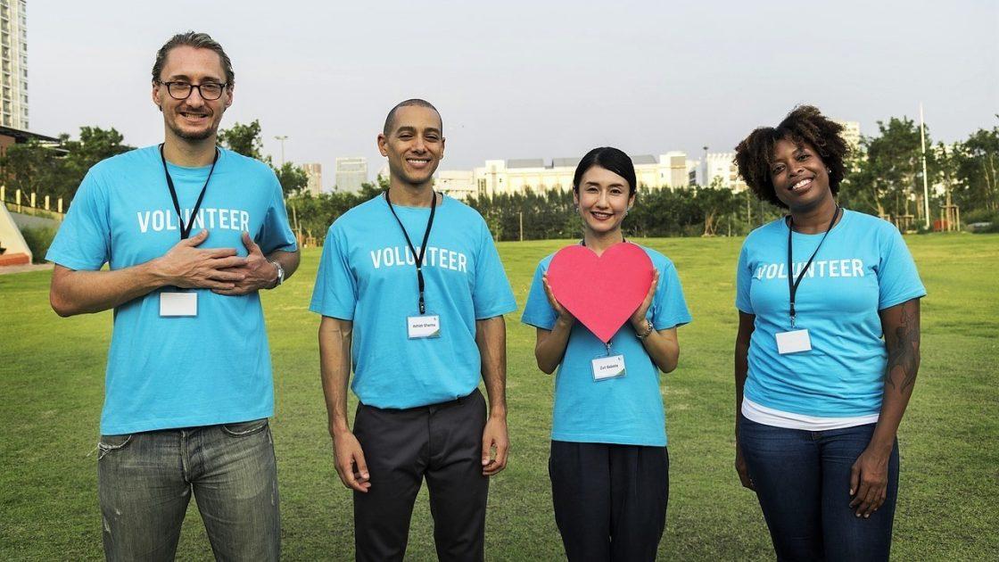 Volunteers-with-heart
